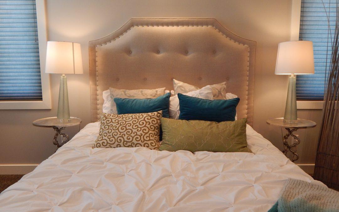Tête de lit rembourrée DIY – Tutoriel